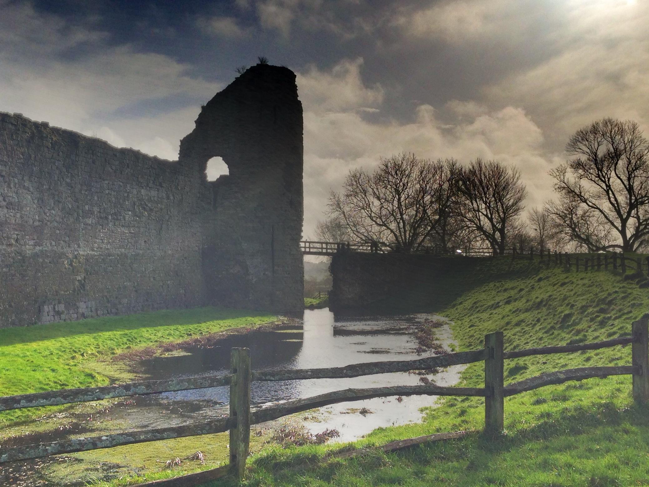 pevensey castle moat