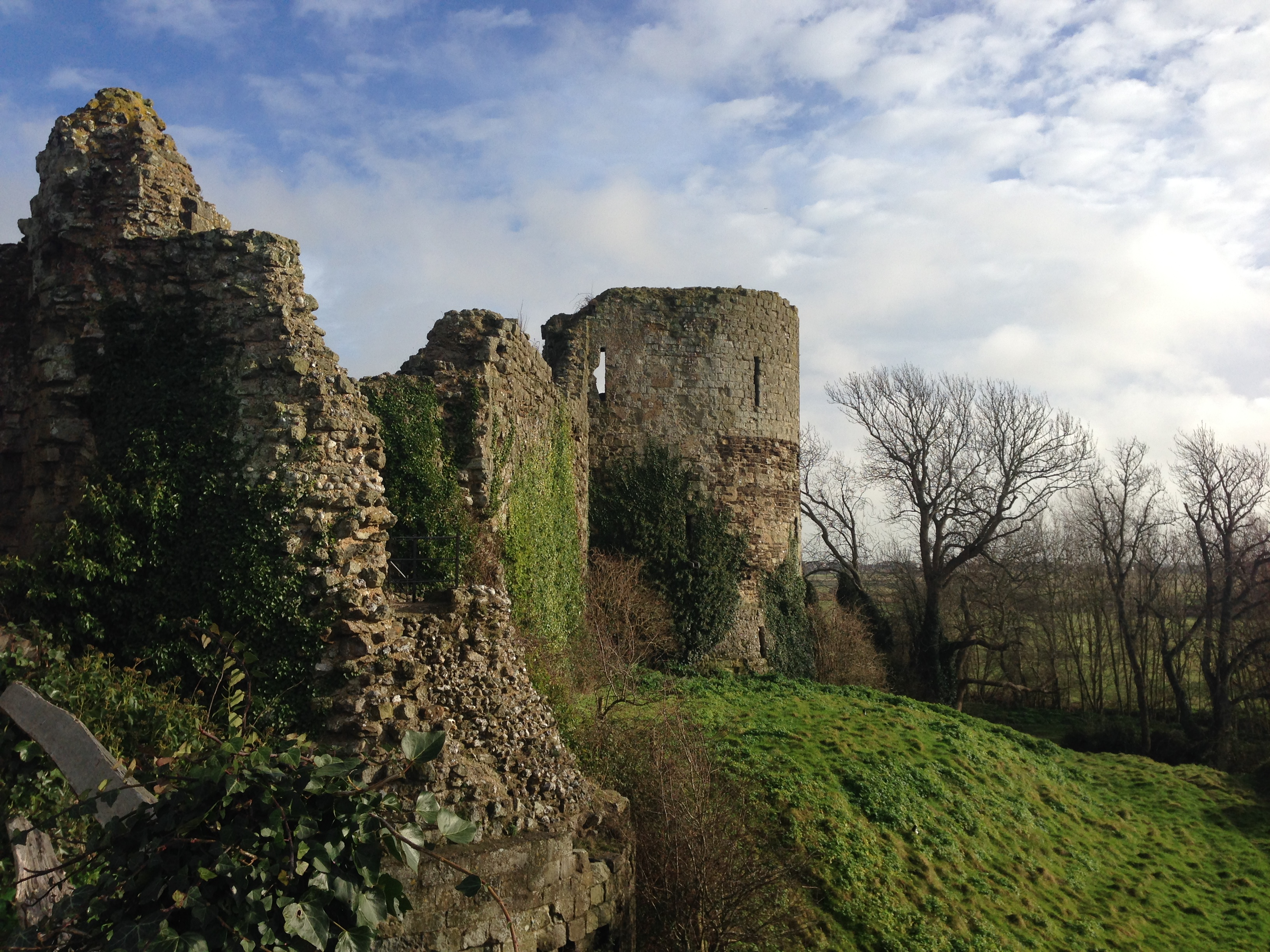 pevensey castle ruins